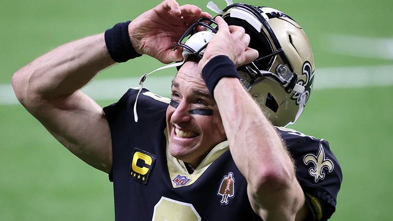 NFL rekordists Brīss ar bērnu palīdzību paziņo par karjeras beigām