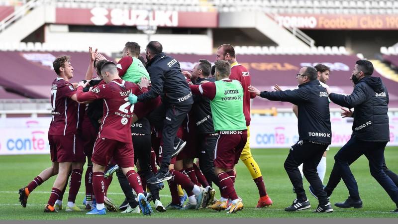 """Turīna fantastiski atspēlējas un pamet izkrišanas zonu, """"Napoli"""" un """"Juventus"""" spēle vēlreiz pārcelta"""