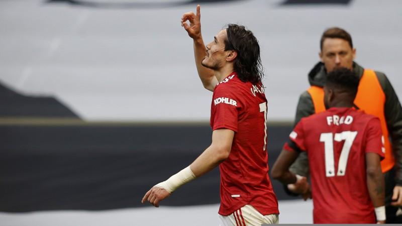 """Kavani pagarina līgumu ar """"Manchester United"""" uz vēl vienu sezonu"""