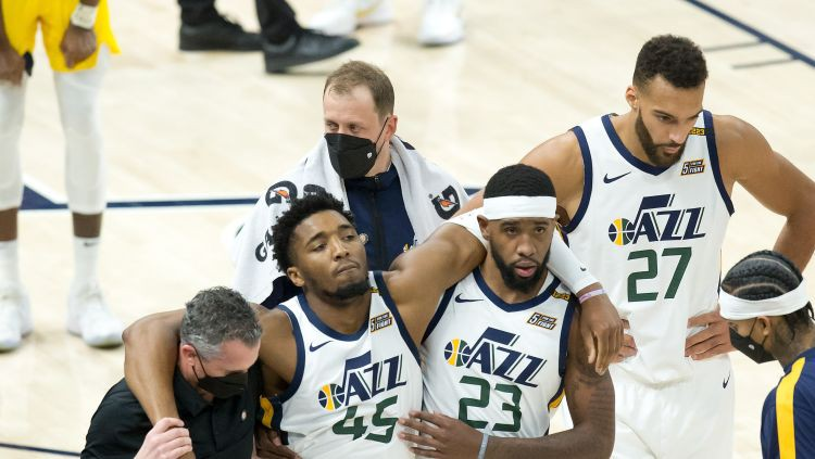 """""""Jazz"""" uzvar par spīti Mičela savainojumam, """"76ers"""" pārāka Embīda un Džordža duelī"""