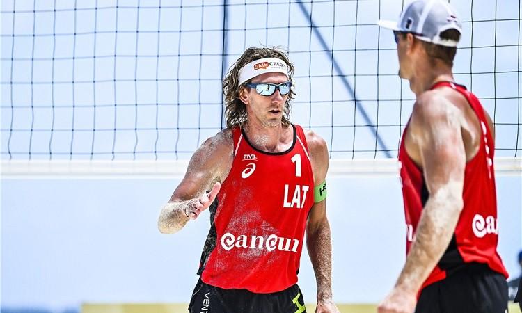Samoilovs un Šmēdiņš trešo turnīru Kankunā sāk ar nervozu uzvaru