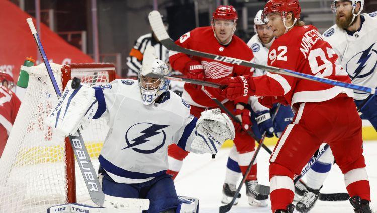 """Gibsonam pirmā NHL uzvara trīs gadu laikā, Tampai viesos pieveicot """"Red Wings"""""""