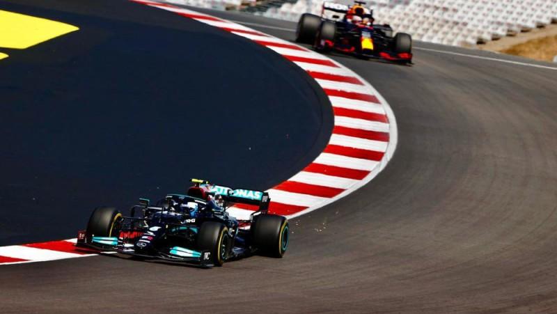 Botass ātrākais pirmajā F1 treniņā, Kubica nenovalda Raikonena formulu
