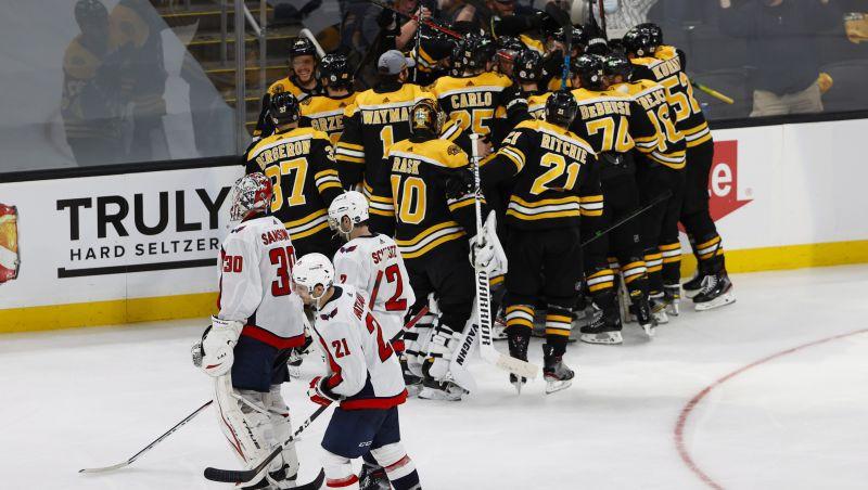 """""""Bruins"""" izmanto pretinieku kļūdu un uzvar otrajā pagarinājumā, """"Jets"""" aptur Makdeividu"""