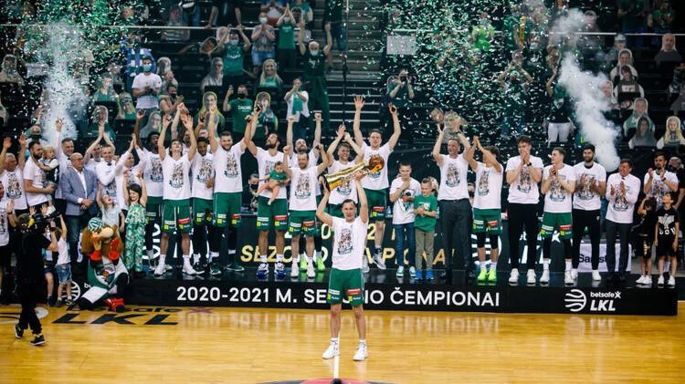 ''Žalgiris'' 23. reizi 28 gadu laikā triumfē Lietuvas čempionātā, Efes uzvar arī Turcijā