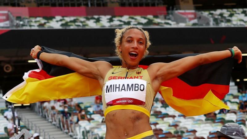 Vāciete Mihambo pēdējā lēcienā izrauj zeltu no leģendārās Rīsas rokām