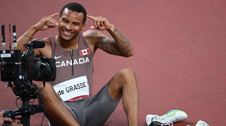Kanādietis de Grass 200 metros apsteidz trīs amerikāņus un beidzot kļūst par čempionu