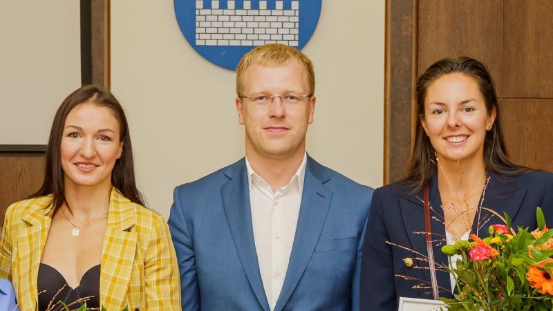 Kravčenoka un Grigorjeva viesojas pie Daugavpils mēra un saņem naudas balvas